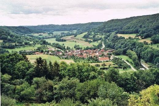 Ländlicher Raum - Dorf im nordhessischen Bergland